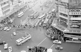 1963年 西武百貨店から撮影した池袋駅東口